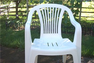 This Is My 8th Year To Use 5 Chairs And A Table Which Are Of White Resin.  Year By Year, They Had Gotten More And More Discolored And Mottled.