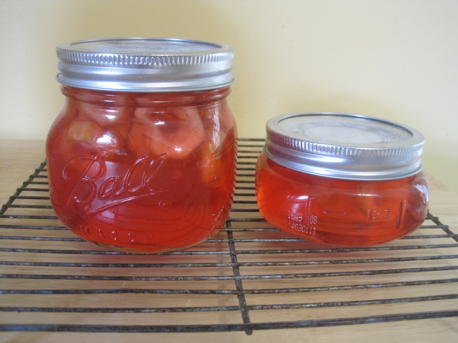Hostess: how to pickle tomatoes in jars 11