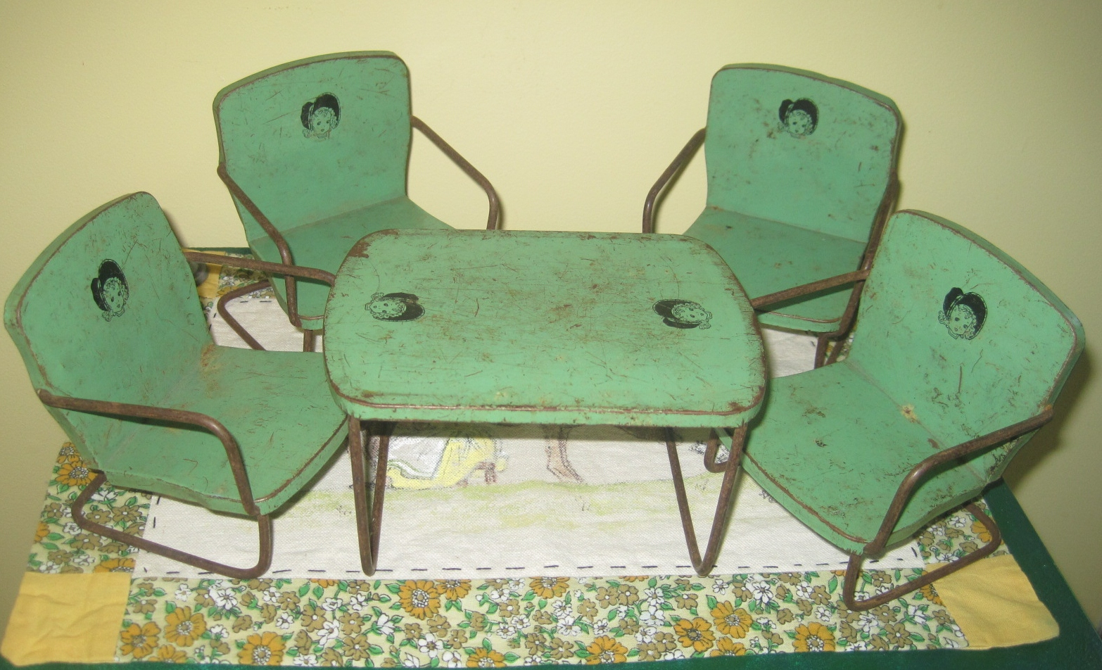 favorites  u2013 the covered bridge antique mall in the mt  healthy suburb of cincinnati  this darling 1930s 40s era metal table and chair set in depression     metal doll table and chairs   lillian u0027s cupboard  rh   lillianscupboard wordpress com